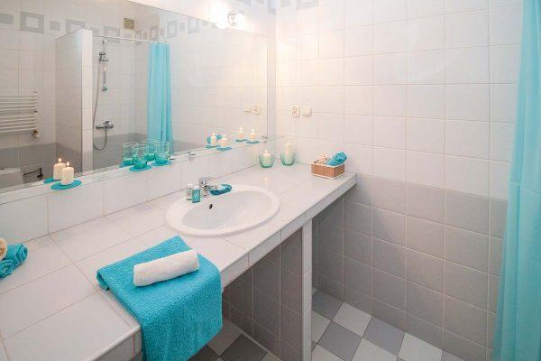 Salle de bain à Bouguenais réalisée par Atlantis Plomberie